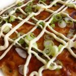 L'okonomiyaki già pronto da gustare