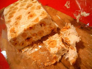Miele nocciole e mandorle da Nord a Sud: il torrone