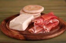 Morimondo: prosciutto di Parma, salame di Varzi e tigelle