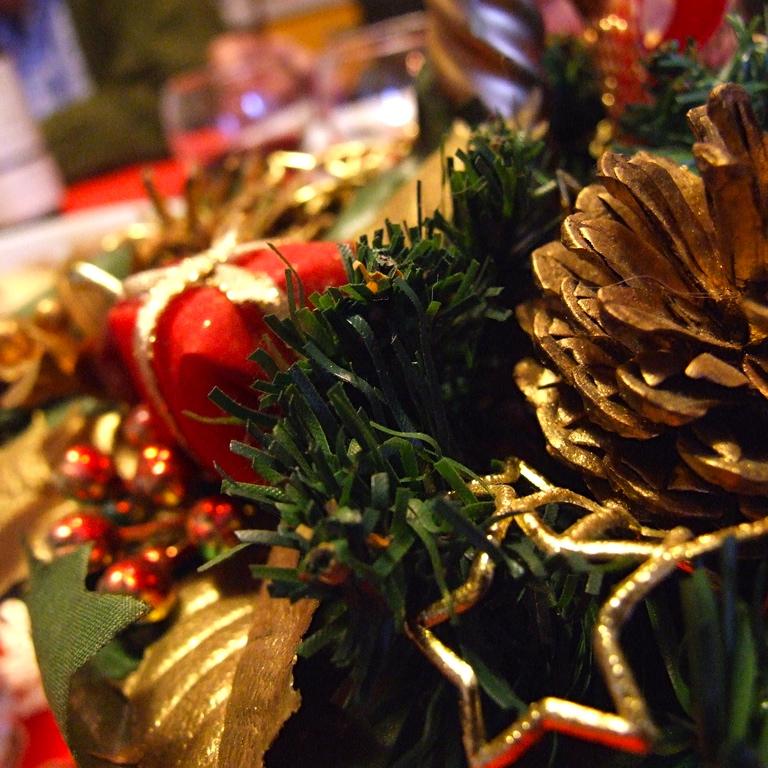 Natale come apparecchiare la tavola di cibo e altre storie - Centro tavola di natale ...