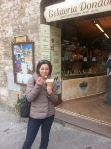 Erica alla Gelateria Dondoli (San Gimignano)
