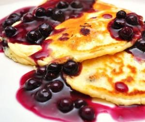 1024px-Blueberry_pancakes_(1)