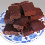 800px-Chocolate_brownies_without_table
